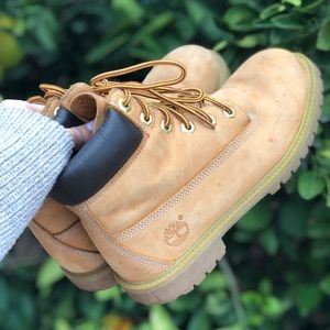 Classic tan Timberland boots!